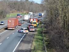 Auto op z'n kop in de sloot langs A4 bij Bergen op Zoom