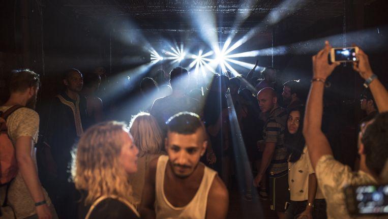Feesten op een mix van Nederlandse house en Arabische klanken. Beeld null
