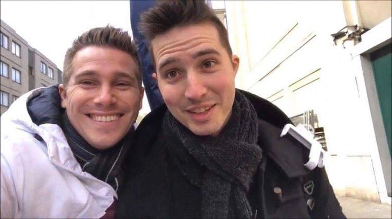 Dennis (links) en Sotos (rechts) in hun videoclip.