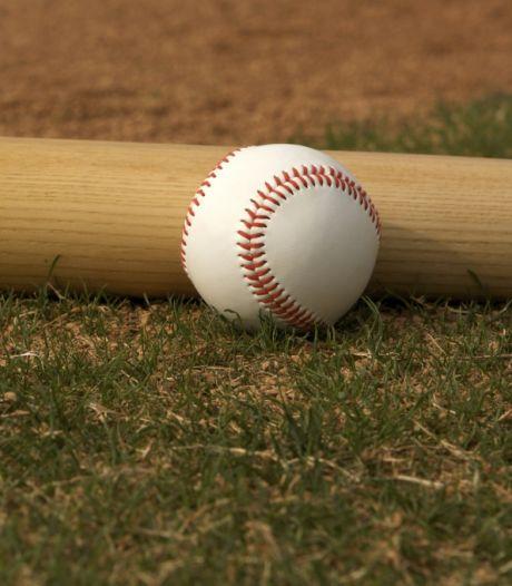 Buurman beschuldigt Zwijndrechtenaar van pikken tv en honkbalknuppel: vrijspraak in 'eigenaardige zaak'