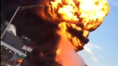 Vuurwerk, olie en hooi samen in brand? Dan krijg je gigantische vuurbal