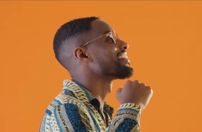 Zanger Lirical in zijn clip Mbappe.