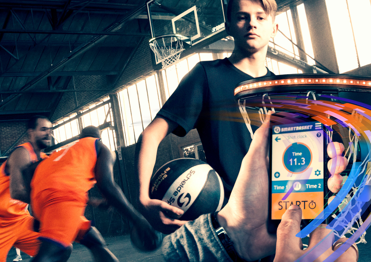 Embedded Fitness ontwikkelt interactieve games met fitness om mensen, met name kinderen, te verleiden om meer te bewegen. In Emmen laat het bedrijf de slimme baskets produceren, waarvan de lichten gaan knipperen als je scoort.