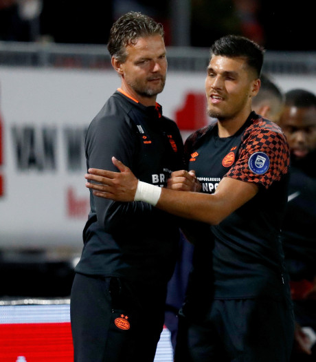 Uneken prijst karakter Jong PSV: 'Met vier debutanten lesje Keuken Kampioen Divisie gehad'