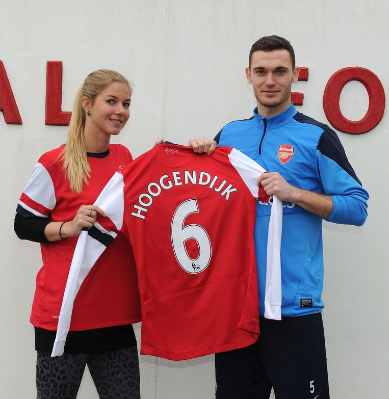 Anouk Hoogendijk bij haar presentatie bij Arsenal. Beeld getty