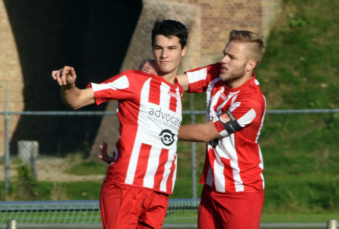 Jens Pyferroen (links) maakte zondag drie goals.