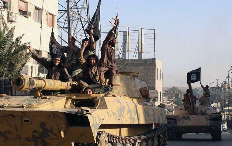 IS-strijders in Raqqa, de hoofdstad van het door IS uitgeroepen kalifaat. Beeld null