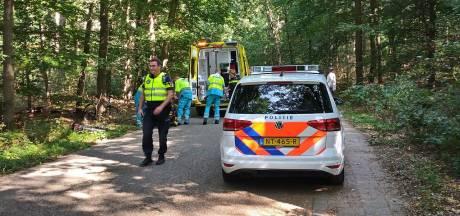 Man komt hard ten val met fiets in Leersum: traumaheli rukt uit