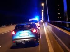 Politie houdt na actie autodief aan op Haringvlietbrug