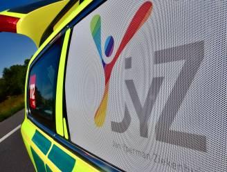 Auto gaat over de kop: bestuurster (34) gewond