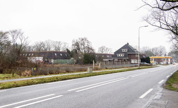 Eigenaar Koopman draagt fors bij aan de aanpassing van de oude N18, met name het kruispunt met de Wiedenbroeksingel (op de achtergrond).