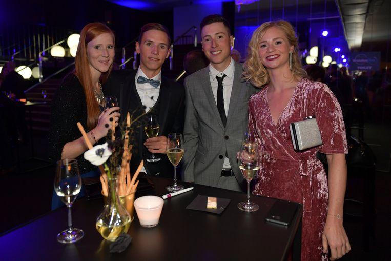 Dylan Teuns en Jens Keukeleire met vriendinnen Lies en Sheena.
