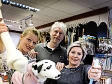 Jasje, slofjes of broekje voor hond nodig? Enschedese winkel heeft het!