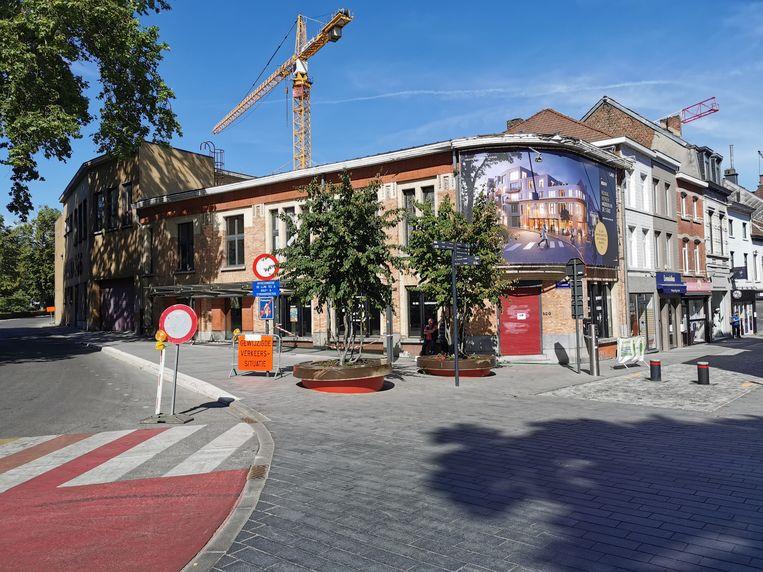 De art decogevel op de hoek van de Arkenvest en de Basiliekstraat blijft bewaard.