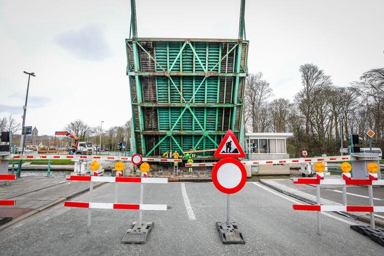 Brugge werken aan de Steenbrugge brug