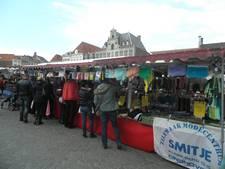 Drukte op Grote Markt Bergen op zoom tijdens 'Stoffencircus'