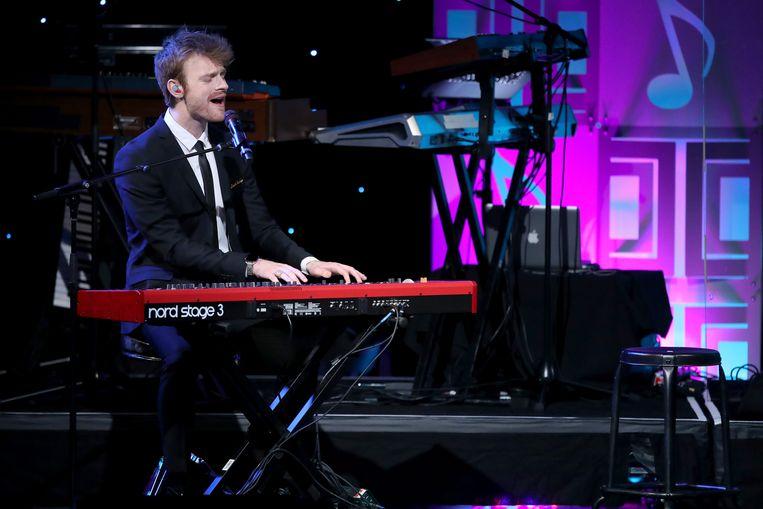 Finneas op het podium tijdens de Pop Music Awards in Beverly Hills, California. Beeld Getty Images