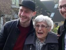 Plat Utrechts pratende Oma To  genomineerd voor titel 'leukste oma van het land'