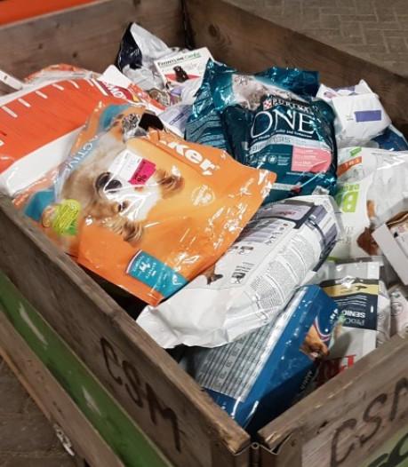 Dierenvoedselbank Rijnmond groeit: Voor mensen met weinig geld is dat diertje alles