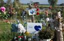 Nabestaanden richtten een gedenkplek in bij de plek aan de Maas waar Esmee Bosman om het leven kwam.