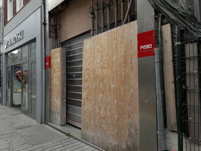 Pand aan de Bossche Hinthamerstraat waar Febo moest sluiten na de instorting van een Pearle-filiaal.