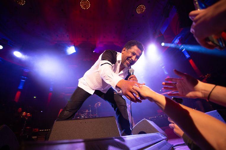 Of Khaled een maf dansje doet of een fan kust, alles wordt met een geweldig kabaal, maar vooral liefde begroep. Beeld M.E. Amrani