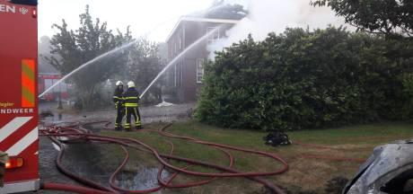Uitslaande schuurbrand slaat over naar naastgelegen woning in Genderen: sluit deuren en ramen