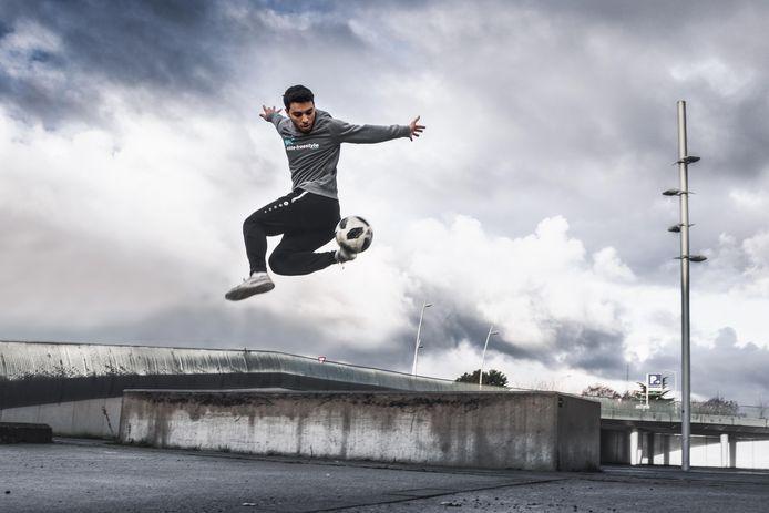 Freestyle voetballer Younes Ghezzal neemt met succes deel aan Belgium's Got Talent.