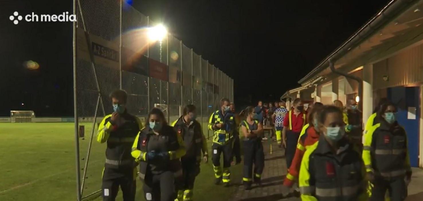 Hulpverleners bij het veld van FC Abtwill.