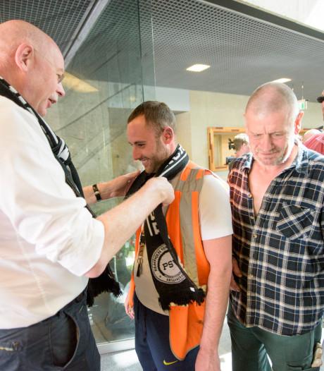 Kampioen puinruimen: Medewerkers Ergon gehuldigd voor schoonmaken na kampioensfeest in Eindhoven