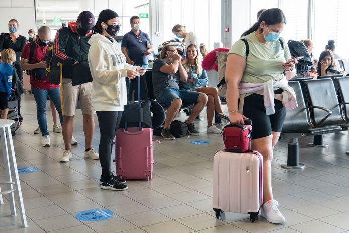 Ter illustratie, Nederlandse toeristen op Schiphol