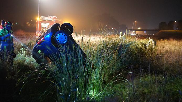 Op de A73 ter hoogte van afrit Beuningen zijn maandagavond twee auto's van de weg geraakt.