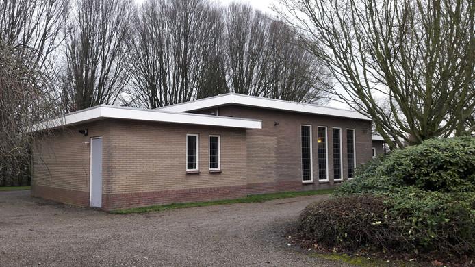 Het nieuwe onderkomen van uitvaartondernemers Peter en Corrie Butler: de aula op de begraafplaats in Kapelle, gezien vanaf de zijkant.