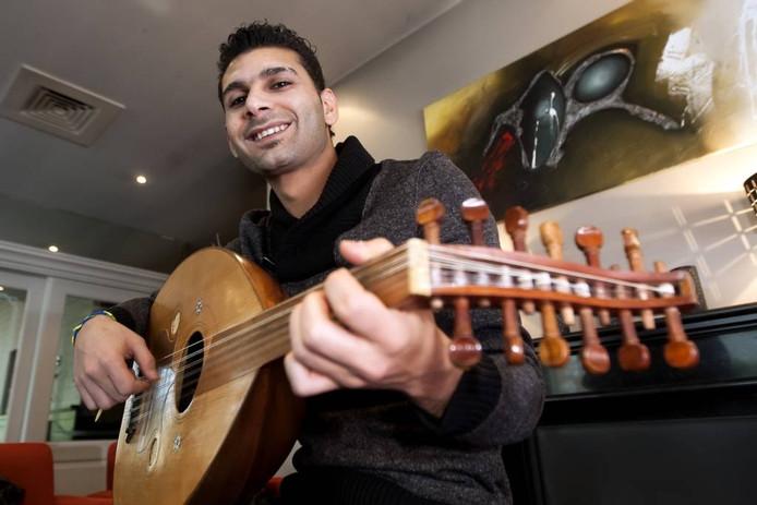 Zaterdag is het project Muziekvrienden aan de IJssel voor iedereen toegankelijk die muziek wil maken of beluisteren. De uit Syrië gevluchte Rami Mershed doet ook mee. Hij leert van Nederlandse musici en zij van hem.