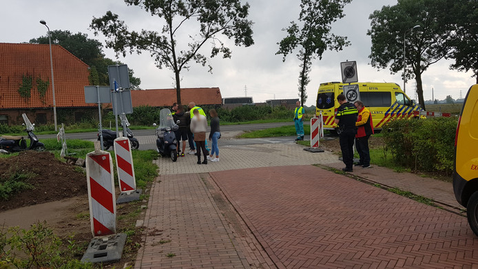 Op de Lawickse Allee in Wageningen is een scooter aangereden door een automobilist.