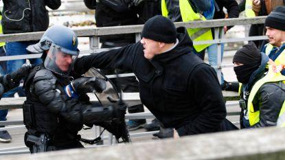 """Bokser die Franse agenten te lijf ging tijdens protest 'gele hesjes' verontschuldigt zich: """"Ik heb slecht gereageerd"""""""