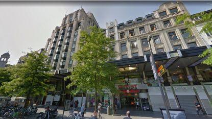"""Dronken man staat met mes te zwaaien op Antwerpse Keyserlei: """"Hij wilde het omruilen voor een broodje"""""""