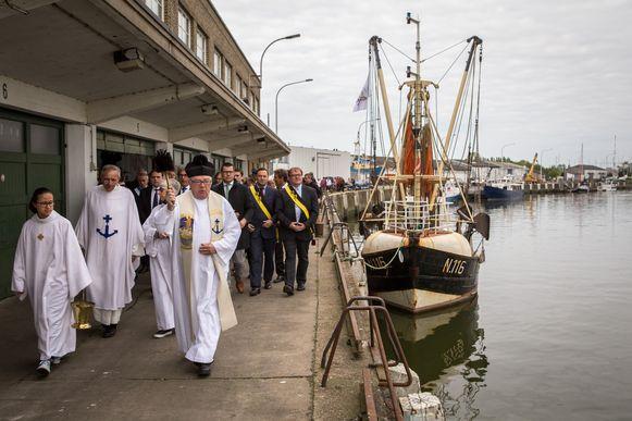 Nieuwpoort onderzoekt of de traditionele vissershulde op Pinkstermaandag op een ander moment kan plaatsvinden.