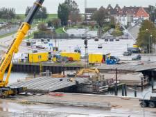Nieuwe brug over Het Dok krijgt gezicht