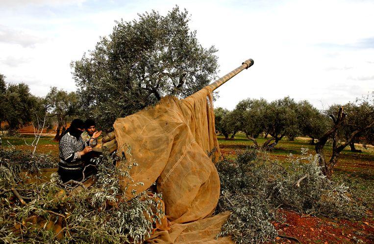 Syrische strijders nabij Idlib, 27 februari. Beeld REUTERS