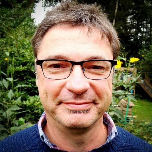 De heer A.M. (Tom) Ribbens (56), wonende te Poppel, België.