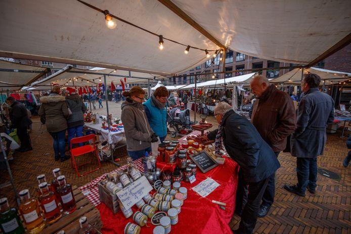 Het Jezuïetenplein in Oudenbosch (hier tijdens de kerstmarkt), is één van de evenementenlocaties in de gemeente Halderberge.