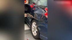 Is dit de slechtste chauffeur ooit? Man raakt auto, huis én brandkraan