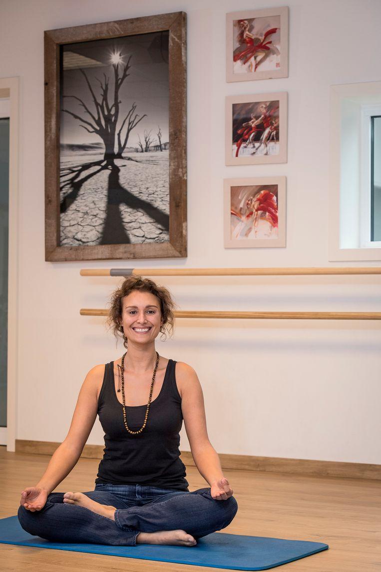 Eveline Verhaeghe houdt zondag een yogasessie.