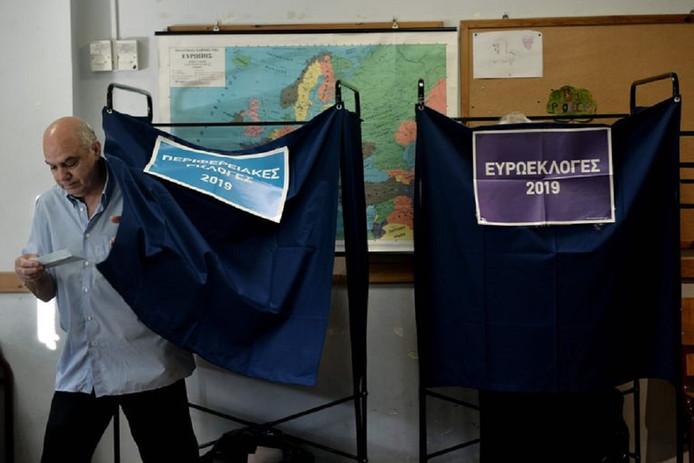 Griekenland was een van de eerste landen waar de stembureau's vanmorgen opengingen. De Grieken stemmen net als in België driemaal: voor de regionale, landelijke en Europese verkiezingen.