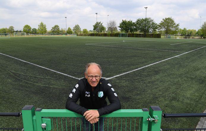 Henri van den Braak op sportpark De Roodloop.