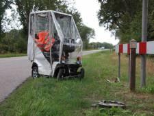 'Overdekte' scootmobiel botst met auto in Meppel: gewonde
