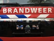 Ongeval met gevaarlijke stoffen in Roosendaal: accu's van hoogwerker borrelen en roken door verkeerd middel