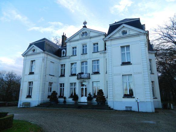 Het kasteel van Wippelgem. Dat is nu vooral het decor voor foto's van jubilarissen.