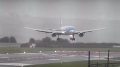 Deze zijwaartse landing tijdens felle herfststorm is een applaus waard